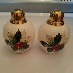Holly Leaf Christmas Salt & Pepper Shakers